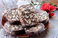 Рецепта Сладък салам с вафли, бисквити, какао и орехи